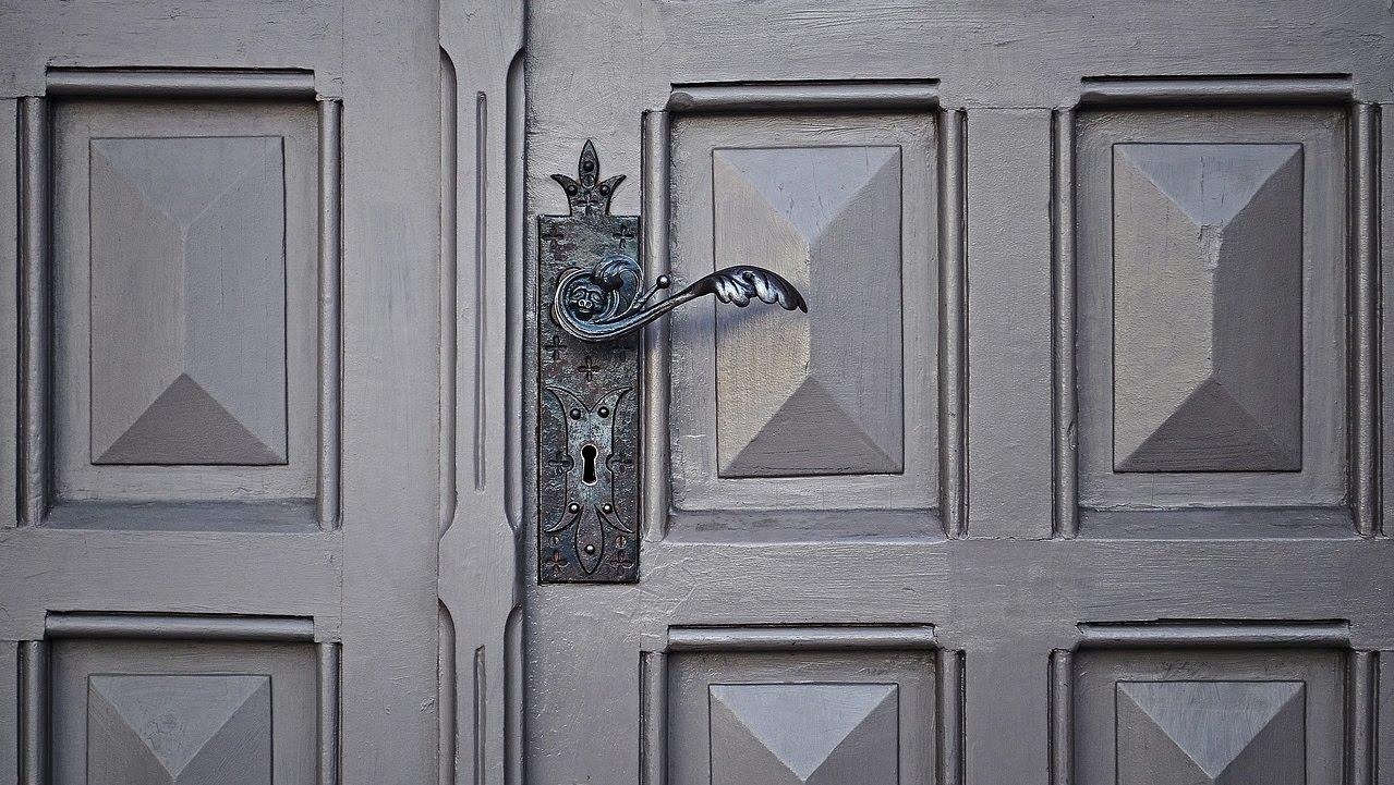 LadyMBAClub_door-image